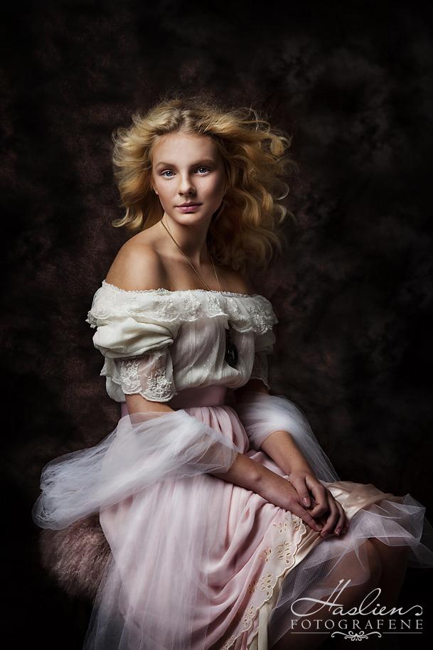 Portrett av Daniella fra Sarpsborg. Premiert med hedelig omtale.