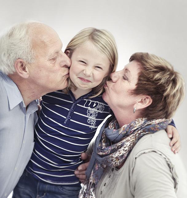 familiefoto; familiefotografering; Sarpsborg; fotograf; portrett; gave; julegave; julegavetips