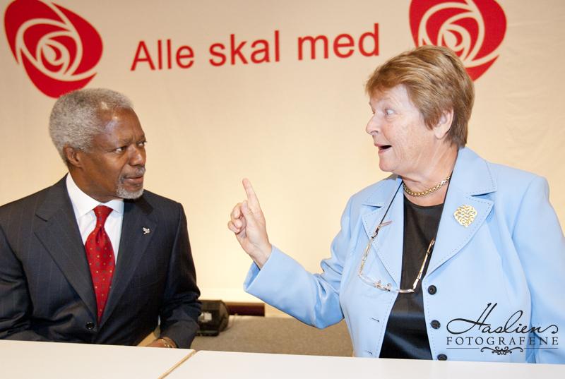 Gro Harlem Brundtland og Kofi Annan. Foto: Marion Haslien