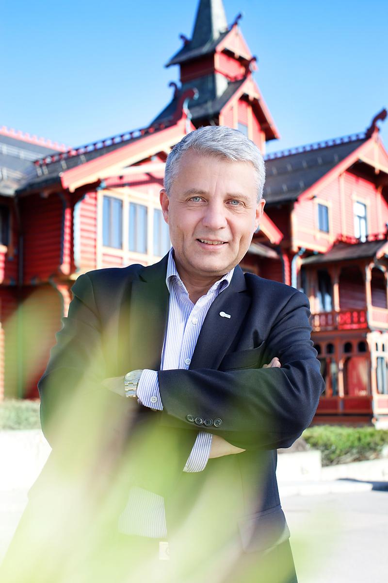 Styreleder for Gavi, Dagfinn Høybråten, på Holmenkollen Park hotel i Oslo. Foto: Jeanett Haslien