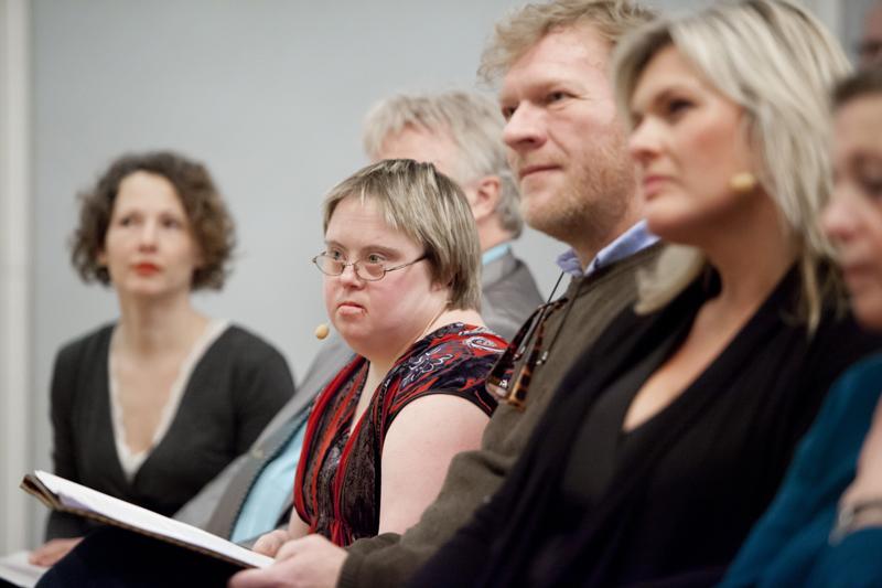 Livsvernprisen 2012 gikk i år til Marte Wexelsen Goxøyr. Skuespillerkollega Sven Nordin ut prisen. Foto: Marion Haslien