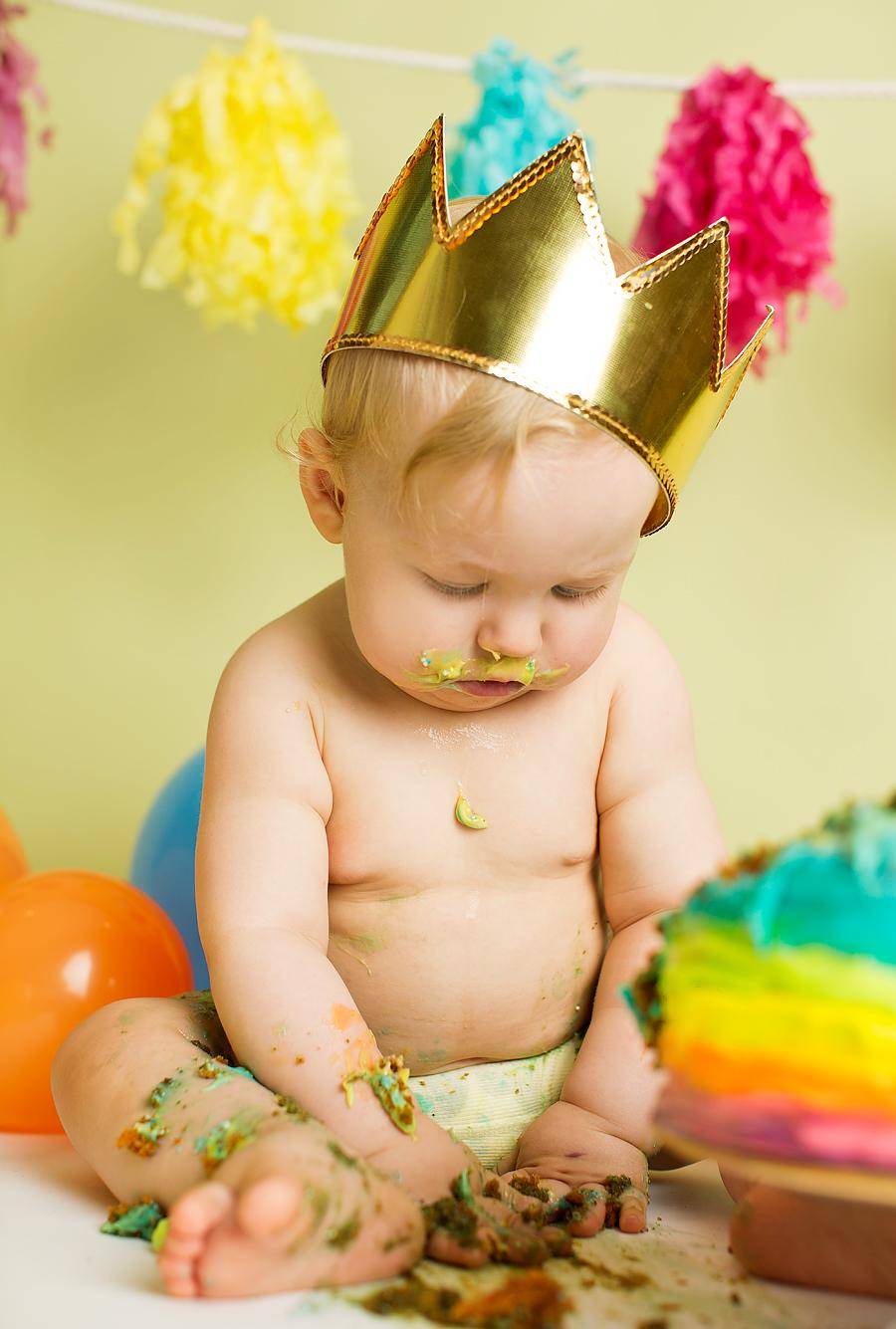 cakesmash-haslien-baby-fotograf-1-år-gutt-babyboy-blogg-gravid-2015-barn-kake-feiring-sarpsborg-cacas-regnbuekake-loan-emanuel_16