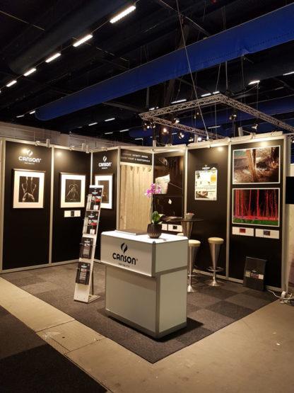 Papirleverandøren Canson har anvendt Marion Hasliens bilder på stands. Her fra Canson sin utstilling i Stockholm i 2016. Fotomessan er Scandinavias største fotomesse. Foto: Christian Moen/Canson