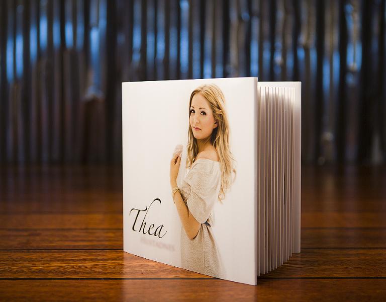 Familien til Thea fikk et flott album, mens hun selv sikret seg digitale filer.
