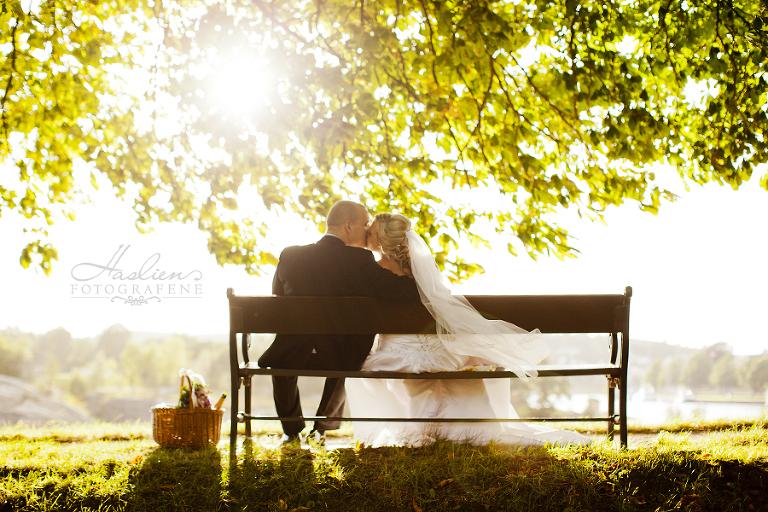 Bryllupsfoto av Malin & Magnus ble fotografert i Gamlebyen i Fredrikstad sommeren 2013.