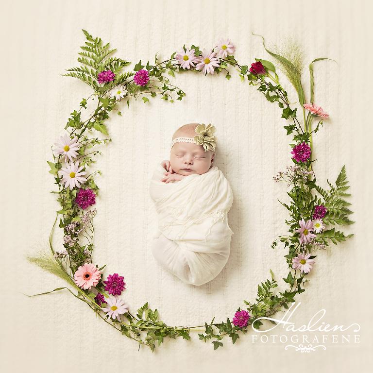 Kall dette gjerne vår fredsring. Blomstene kommer fra Guttas blomster på Grålum.
