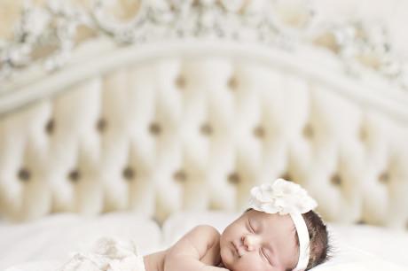 I mai fikk vi besøk av denne nyfødte jenta i vårt fotostudio i Sarpsborg.