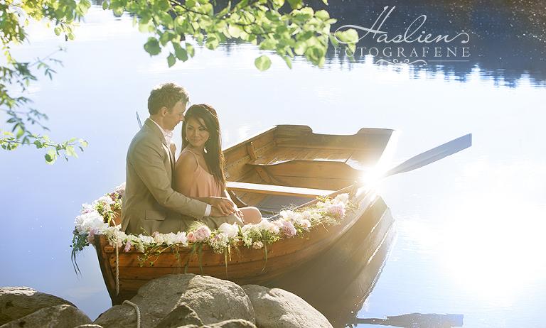Kjærestefoto-forlovelse-båt-par