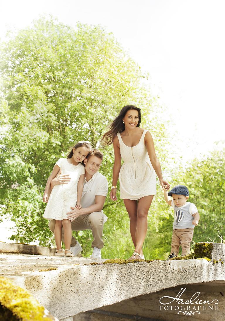 Haslienotografene-familie-foto-utenførs-sommer-portrett-1år-gruppe-natur-sarpsborg-fotograf01