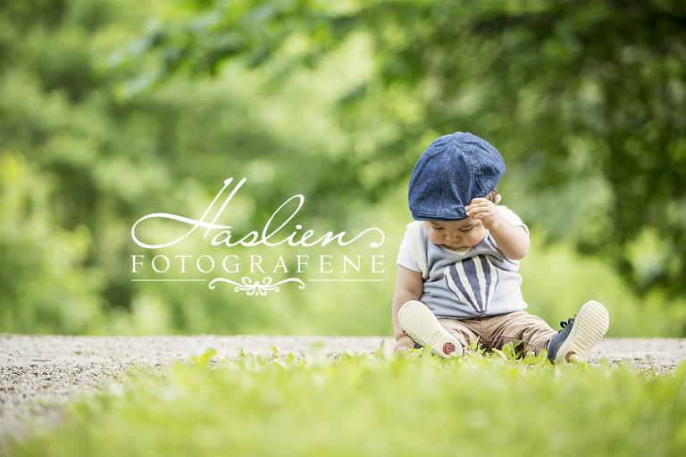 Haslienotografene-familie-foto-utenførs-sommer-portrett-1år-gruppe-natur-sarpsborg-fotograf02