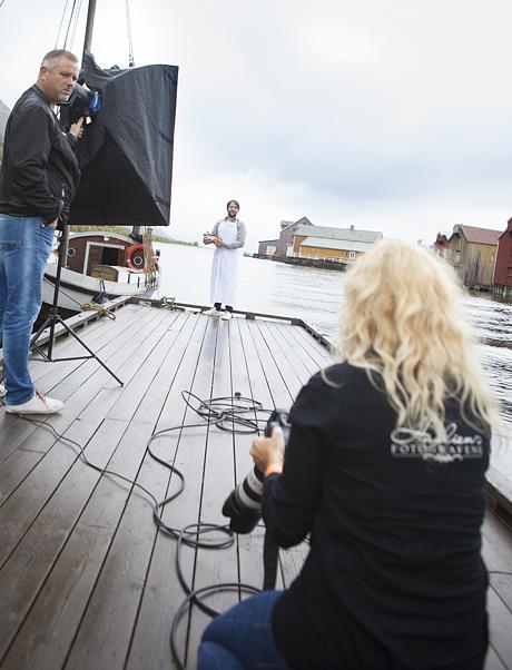 Marion Haslien i gang med fotografering av René Redzepi i Mosjøen. Redzepi var en av flere foredragsholder under AriskMat i Mosjøen i september 2015.