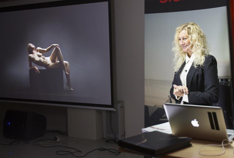 Marion Haslien har vært foredragsholder hos Scandinavian Photo i flere år. Under årets høstseminar deltar hun med foredrag om papir.