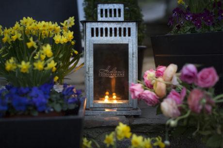 I kveld kunne vi tenne lys i lykten vår. Ekstra artig med vår logo gravert inn i glasset.