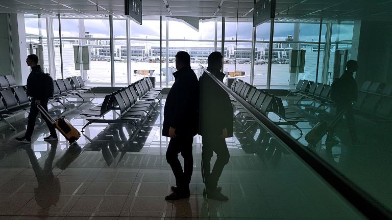 Lufthavnen i Munchen er blant de store flyplassene i Europa. Store deler av flyplassen i terminal 2 er dekket av store flater med glass.